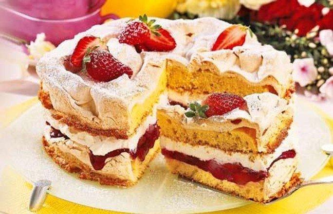 Rhabarber erdbeer kuchen mit baiser beliebte rezepte f r for Kuchendeko foto