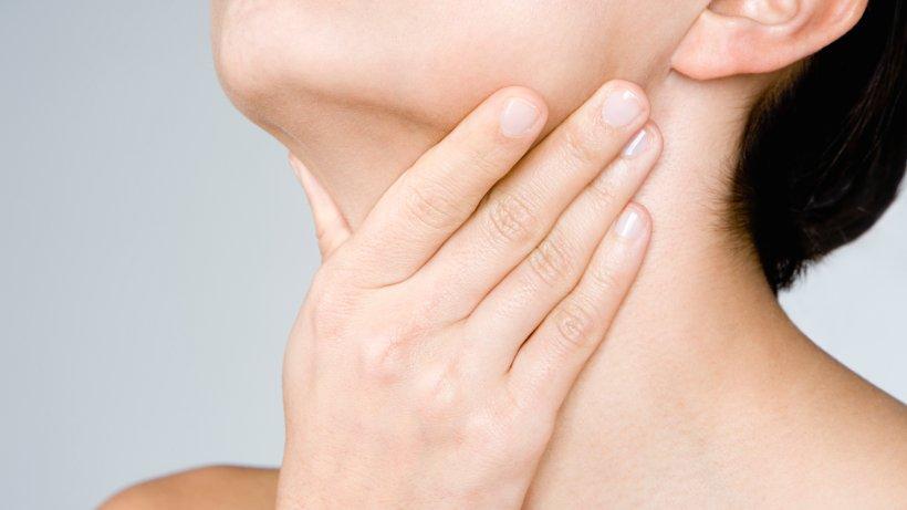 hausmittel gegen halsschmerzen stoppen sie das l stige kratzen im hals. Black Bedroom Furniture Sets. Home Design Ideas