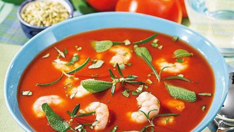 Tomatensuppe mit Garnelen - bildderfrau.de