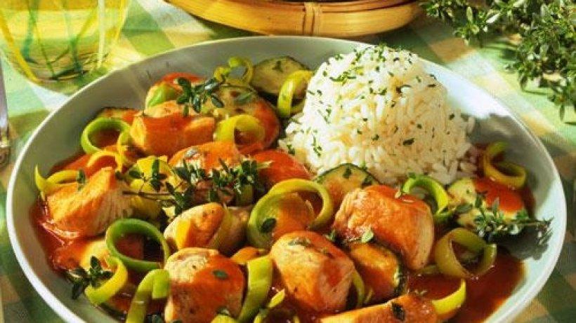 Putengulasch mit reis - Reis kochen tasse ...