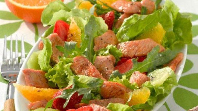 salat mit karamellisierten putenbruststreifen
