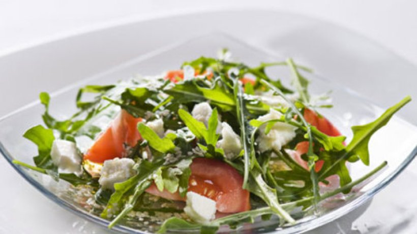 gem se mozzarella salat mit joghurt dressing. Black Bedroom Furniture Sets. Home Design Ideas
