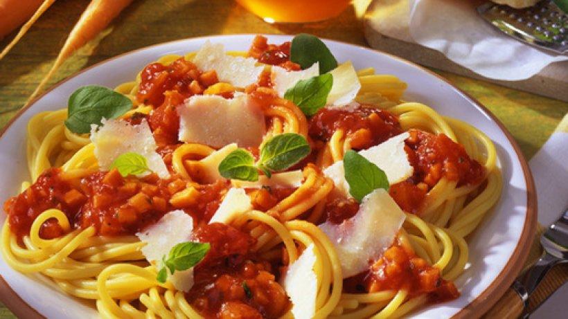 spaghetti mit m hren bolognese. Black Bedroom Furniture Sets. Home Design Ideas