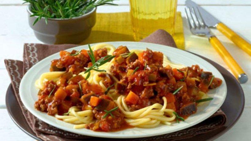 spaghetti mit auberginen bolognese. Black Bedroom Furniture Sets. Home Design Ideas