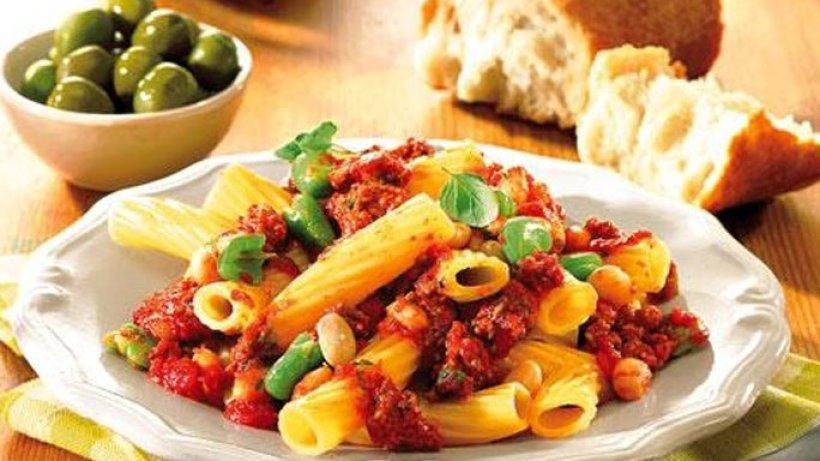 Pasta mit bohnen und hackfleisch bild der frau for Kochen mit hackfleisch
