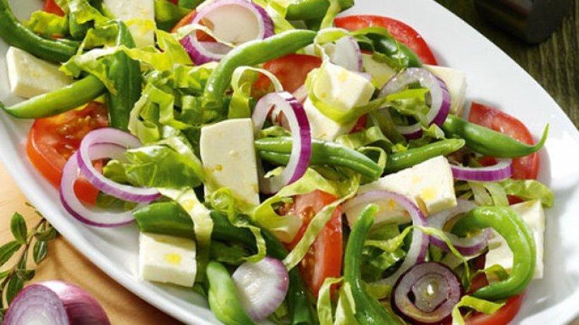 tomaten bohnen salat mit feta und kr uter dressing. Black Bedroom Furniture Sets. Home Design Ideas